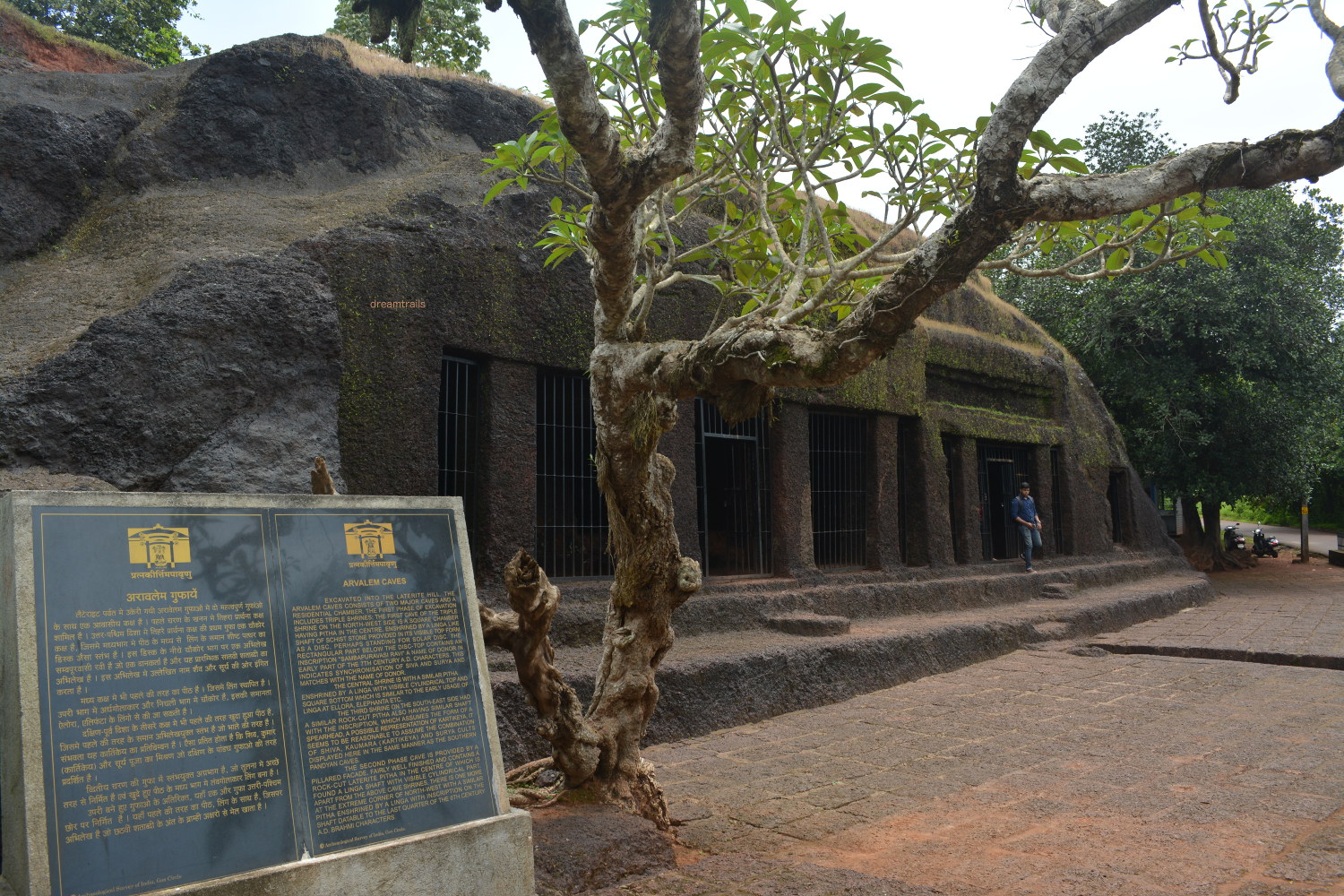 Aravalem / Harvalem Caves, Goa