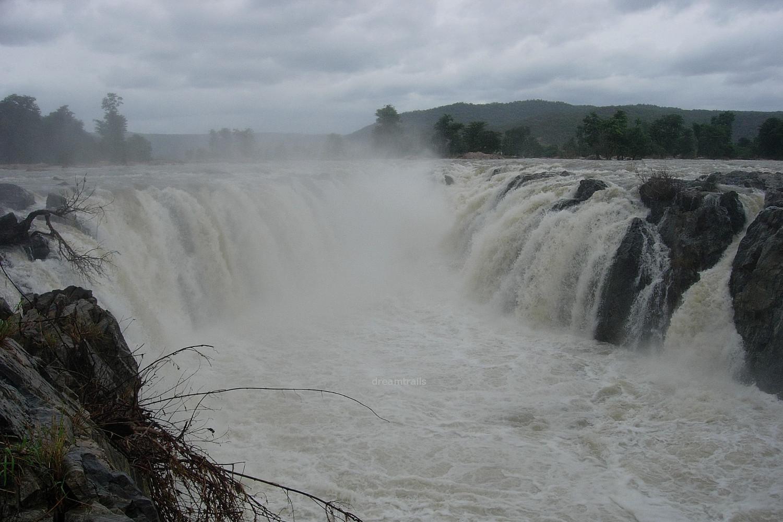 Hogenakkal Falls - dreamtrails